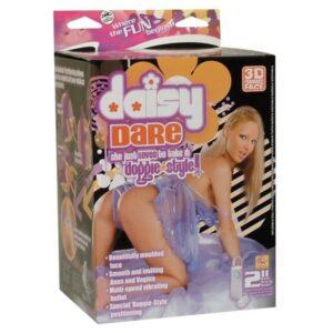 Lutka ženska u doggy poziciji s dva otvora i vibratorom - Daisy Dare