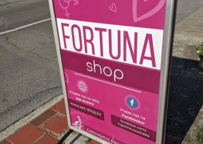 Znak ispred trgovine za odrasle Fortuna u Osijeku